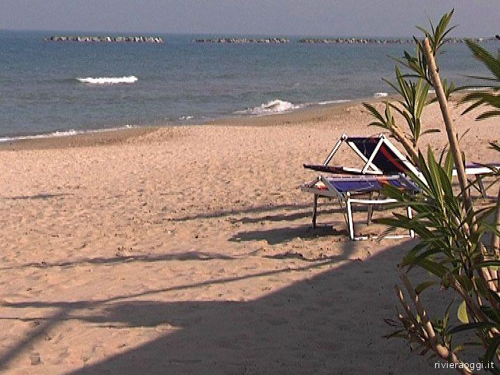 L'erosione si fa sentire: nella spiagga nord di San Benedetto il litorale è oramai ridotto a pochi metri