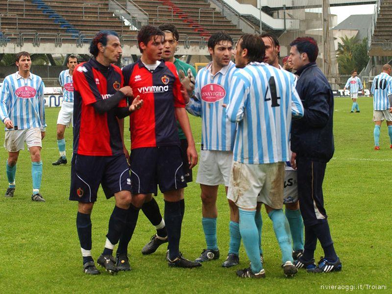 Un momento di tensione durante Samb-Grottammare, Biancucci e Pulcini discutono con i difensori biancocelesti