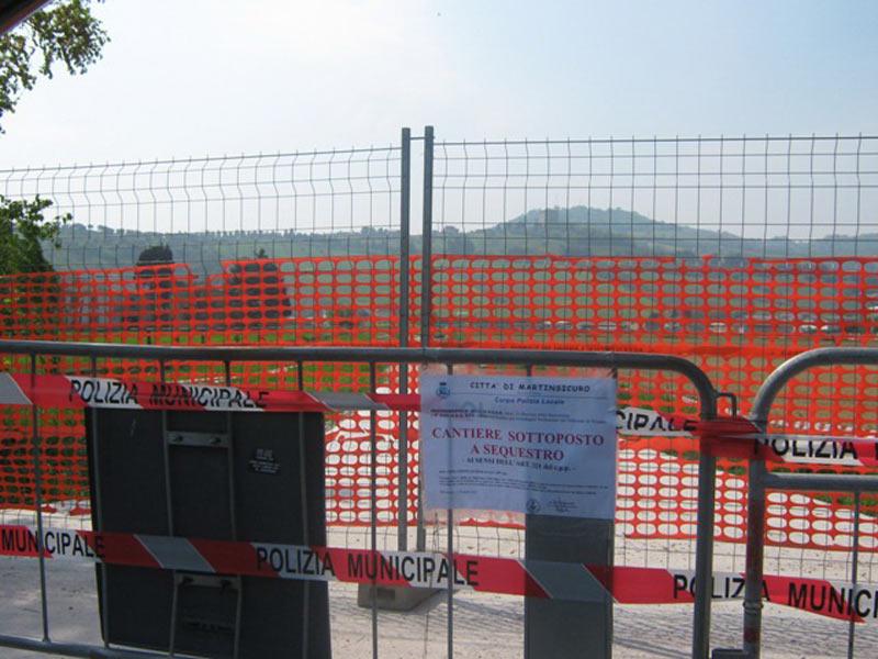 l cantiere posto sotto sequestro dalla Polizia Municipale di Martinsicuro