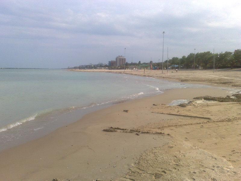 la spiaggia è quella dell'ex camping, dopo il prelievo di sabbia