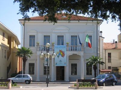 Il Comune di Alba Adriatica dove si è svolto l'incontro