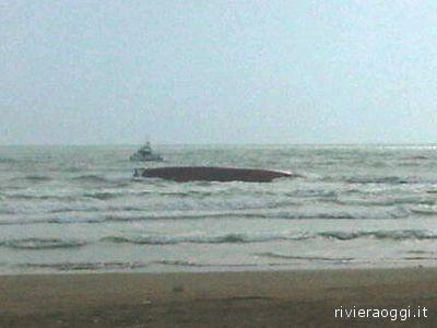 La chiglia dell'Iris, il peschereccio affondato il 5 maggio 2010 vicino al litorale grottammarese, causando la morte di Francesco Voltattorni