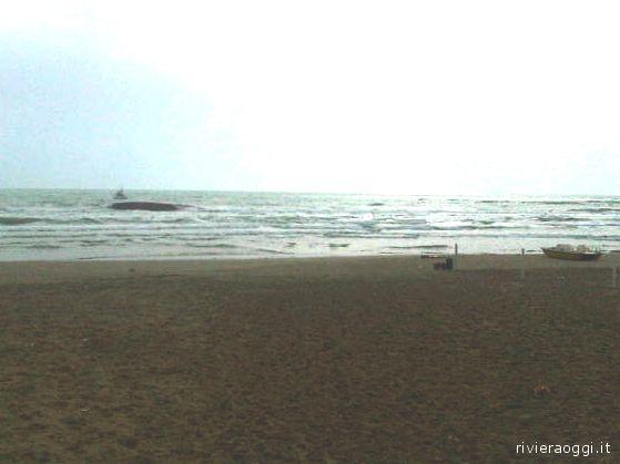 Naufragio Iris: la chiglia a pochi metri dal litorale