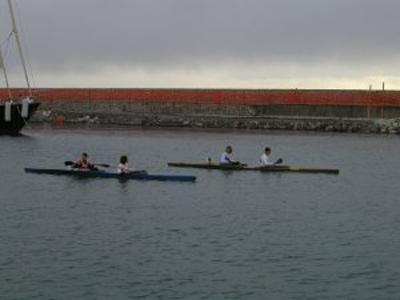Una gara di canoa