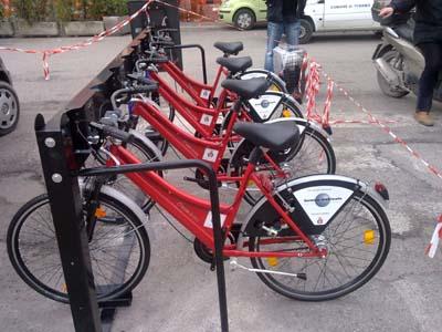 Una stazione di bike sharing