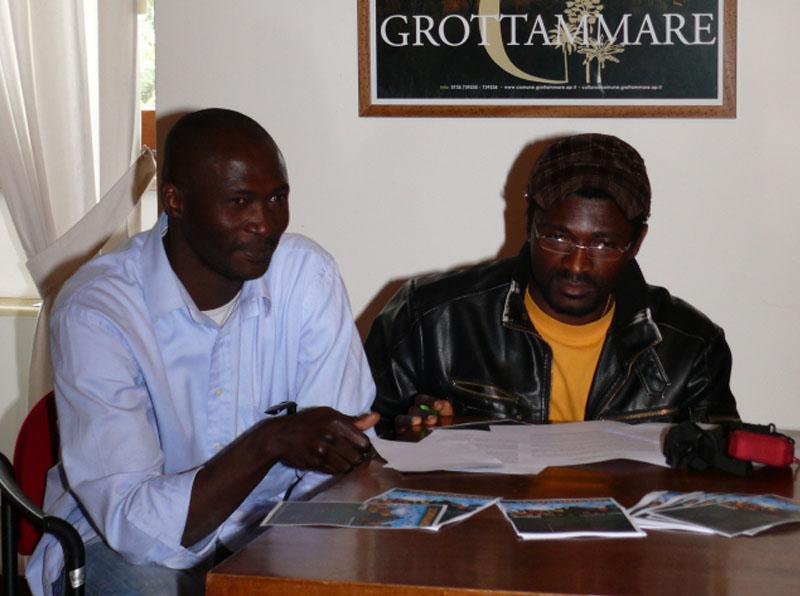 Alain Patient Tsafack (rifugiato dal Camerun) e Ibrahima N'Diaye (rifugiato dalla Guinea-Conacry)