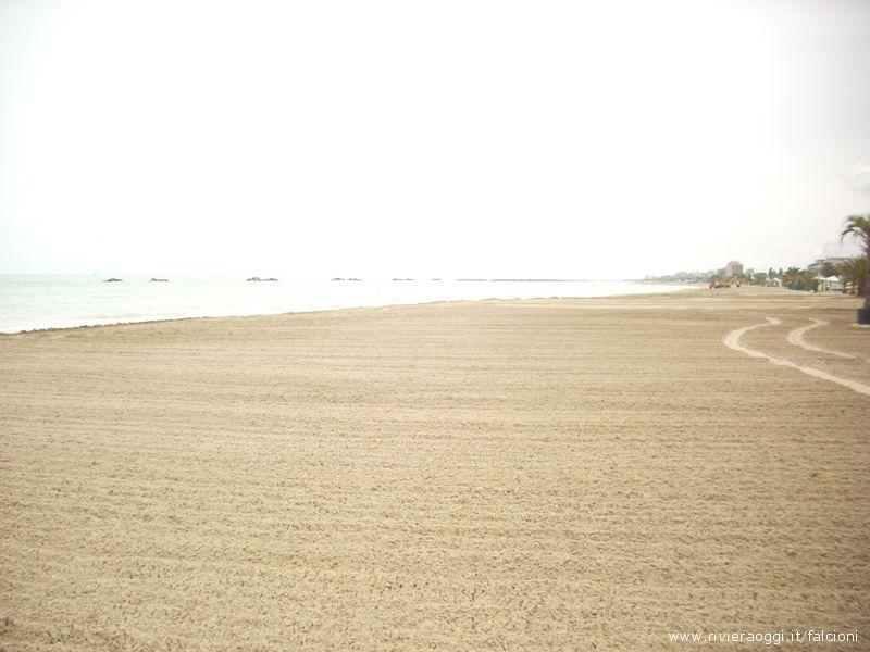 La spiaggia sambenedettese lunedì mattina