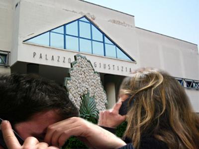 telefonata stalker sull sfondo del Palazzo di Giustizia di San Benedetto del Tronto