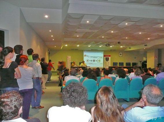 L'affollatissima sala durante la conferenza di Daverio