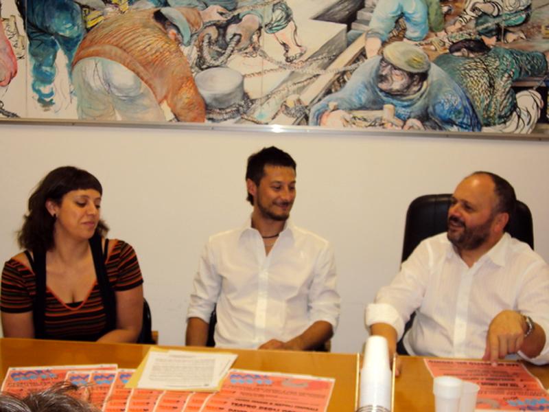 Il sindaco Gaspari con Giulia Marozzi e Paolo Miti del Maremoto Festival