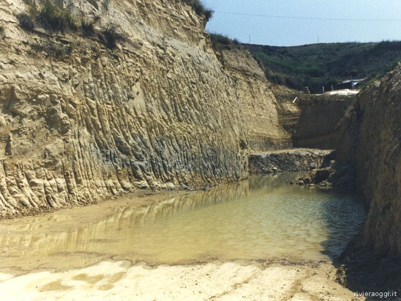 Una foto d'archivio sull'ex discarica in zona Ponterotto