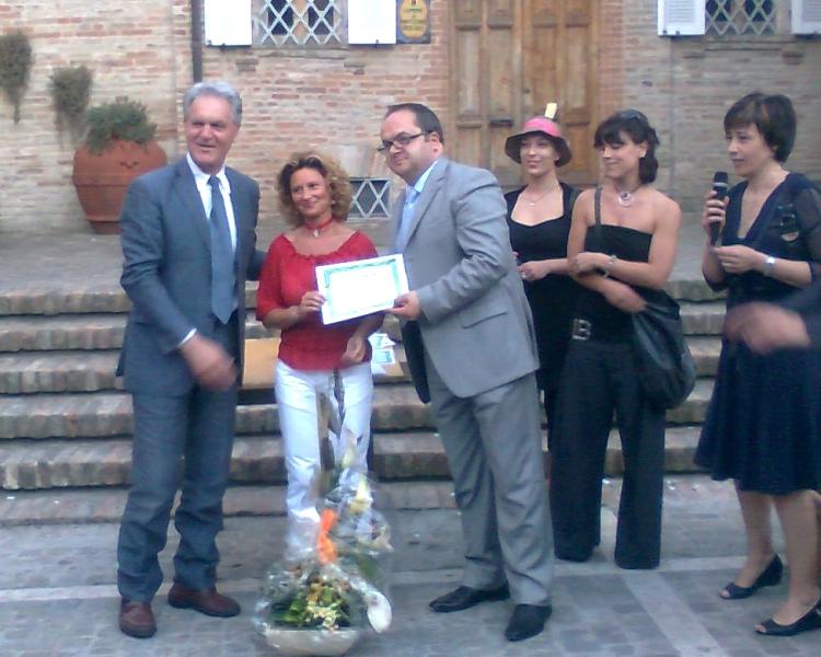 Un momento della premiazione con Piero Celani e Achille Castelli