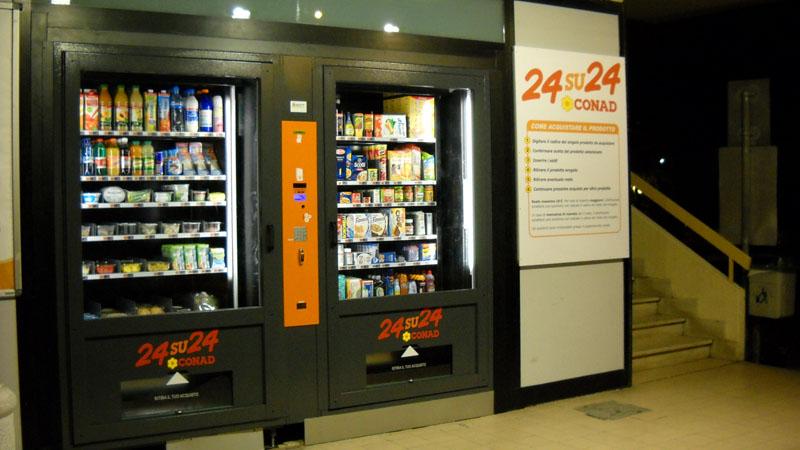 Il distributore automatico del Conad di via Togliatti, a San Benedetto del Tronto
