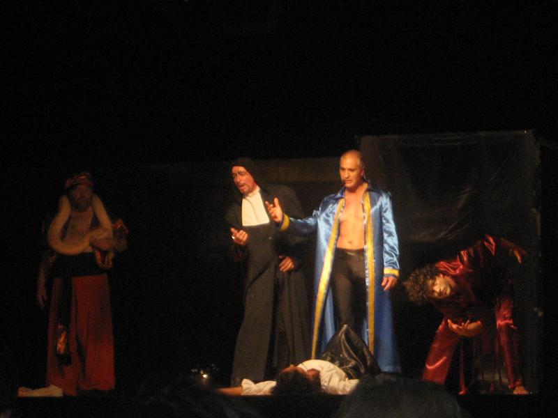 Filippo Olivieri durante la recita del musical