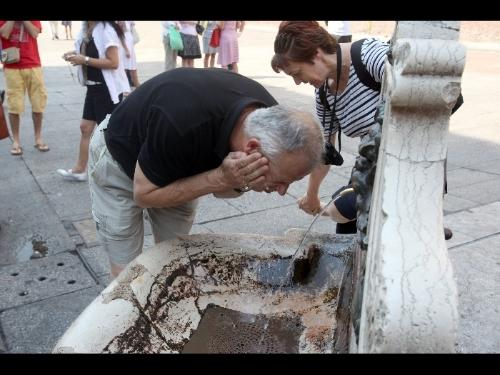 Una fontana può rinfrescare dal caldo