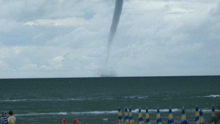Tromba d'aria al largo di San Benedetto il 31 luglio 2010