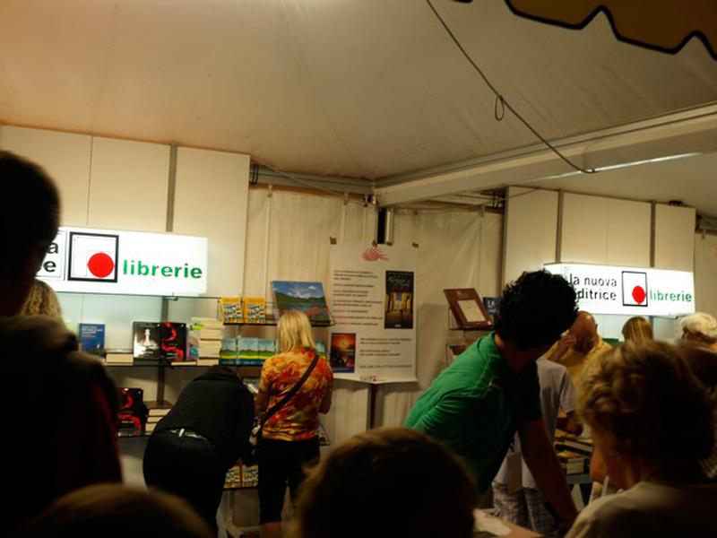 Negli stand (foto www.martinbook.it)