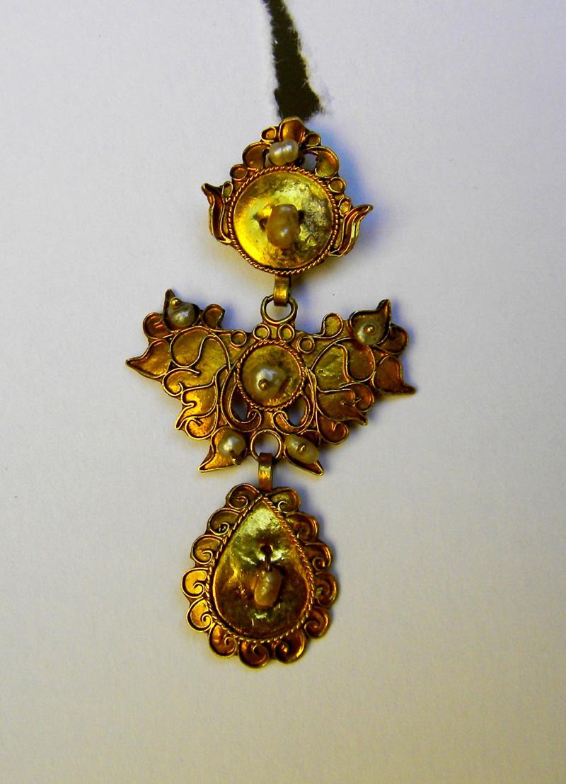 orecchino di santa teopista