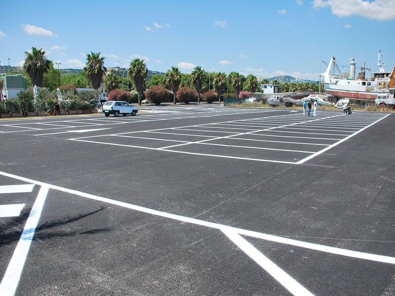 Il parcheggio in piazza Mar del Plata