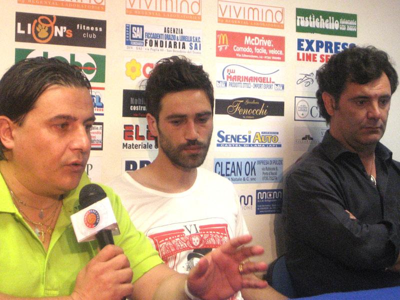 Sergio Spina con il nuovo acquisto Pazzi e il direttore generale Giulio Spadoni