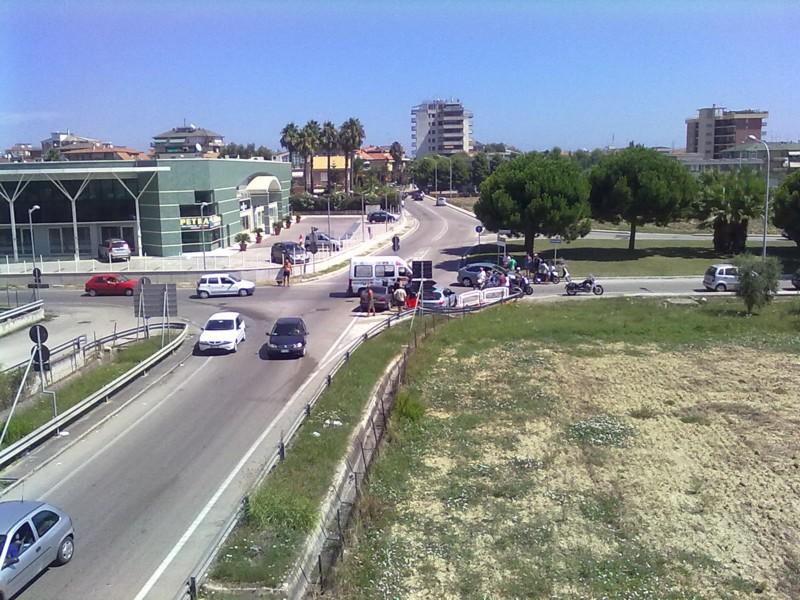 Il pericoloso incrocio fra via del Cacciatore e via Goffredo da Buglione, l'incidente di giovedì scorso