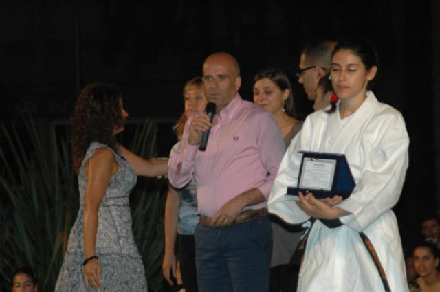 Sport in Palcoscenico 2010, fotogallery di Giuseppe Troiani per Riviera Oggi; l'assessore comunale allo Sport Eldo Fanini premia gli sportivi