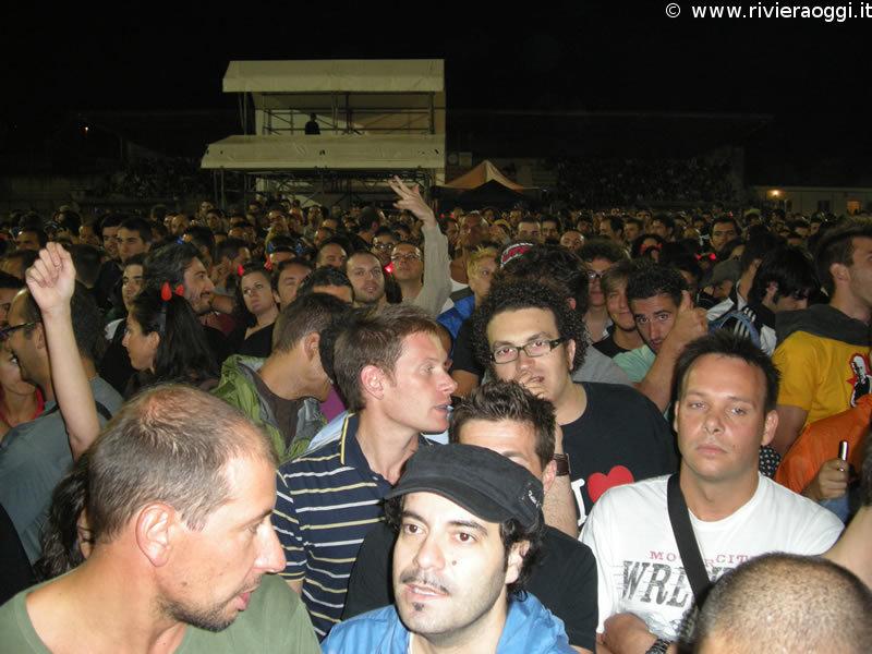 Il pubblico presente al concerto dei Litfiba a Grottammare