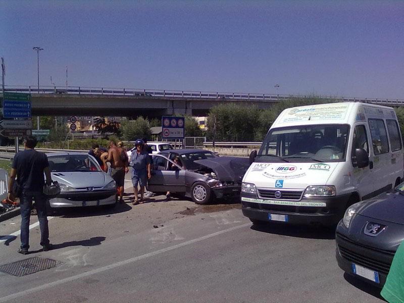 Il pericoloso incrocio fra via del Cacciatore e via Goffredo da Buglione, l'incidente di giovedì mattina