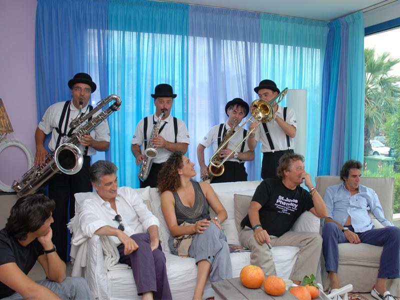 Cabaret, amoremio! 2010 la Mabò band apre il pre-festival in Piazza Fazzini