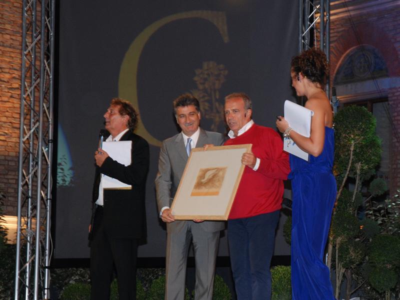 Cabaret amoremio! 2010, consegna del premio ad Enrico Montesano