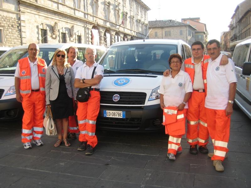 Volontari del Cento Soccorso col nuovo pulmino