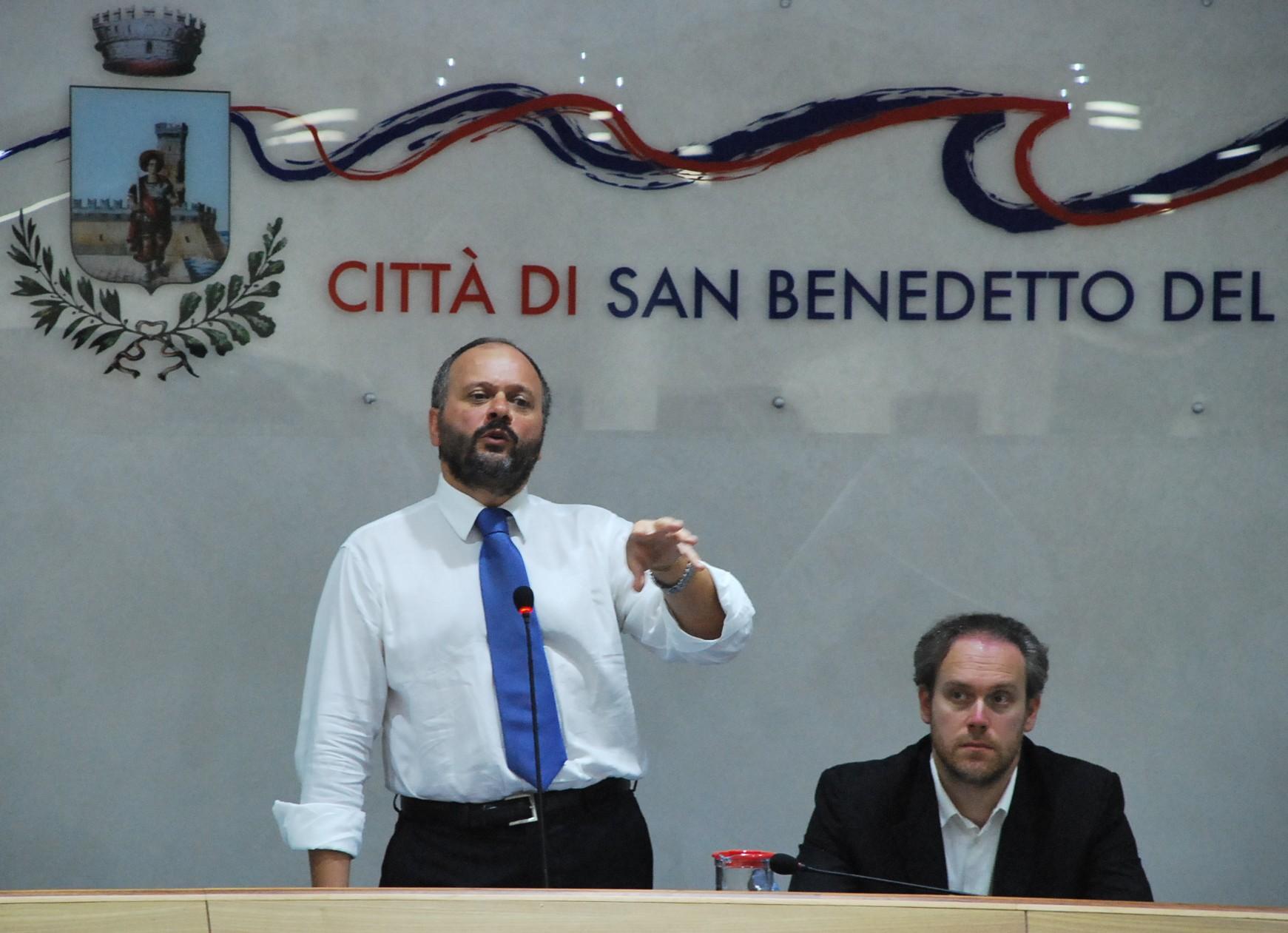 Gaspari durante un consiglio comunale