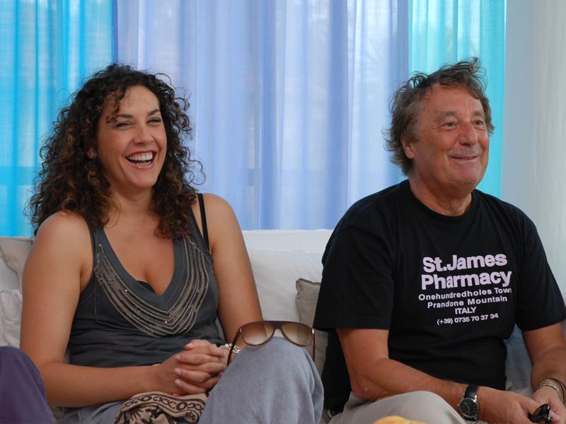 Il duo di presentatori del Cabaret, amoremio! 2010, MAscia Foschi ed Enzo Iacchetti
