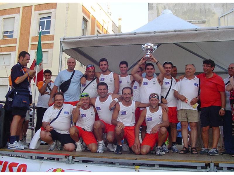La squadra dell'Associazione Rematori di Martinsicuro