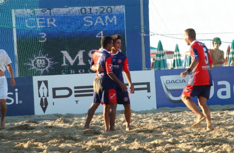La Samb Beach Soccer esulta a Cervia (foto Troiani)