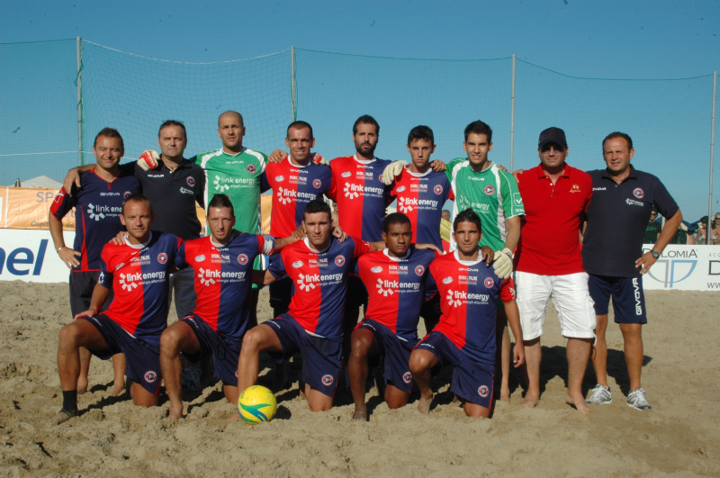 La formazione della Samb Beach Soccer a Cervia nell'ultima partita contro i padroni di casa (foto Troiani)