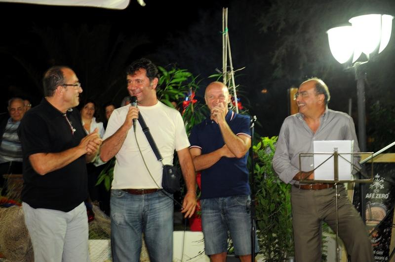 Da sinistra: Claudio Bartolomei, Giulio Spadoni, Ottavio Palladini e Giancarlo Brandimarti al Paradise Beach per Vernacolando sulla spiaggia