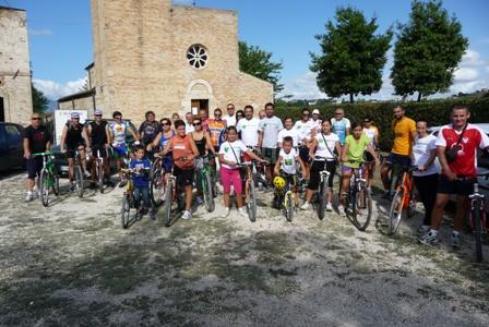 Il gruppo di ciclisti che ha percorso la via delle pinciare domenica 29 agosto