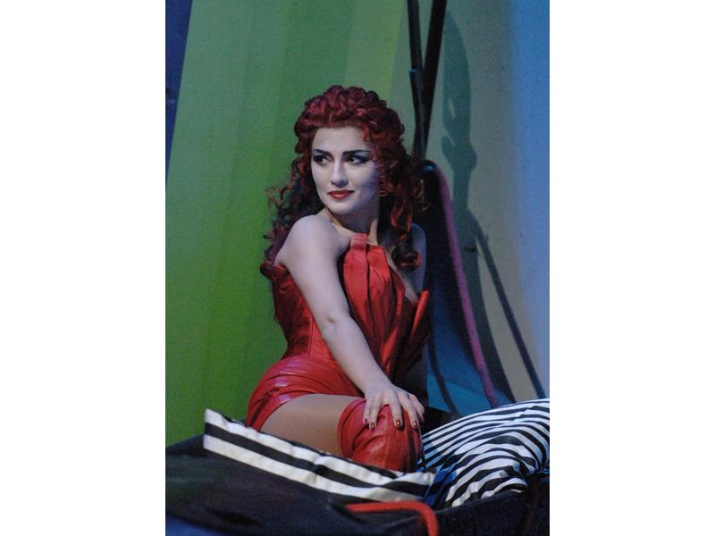 Giuseppina Piunti interpreta Giulietta allo Staatstheater di Karlsruhe nei Racconti di Hoffmann di Hoffenbach
