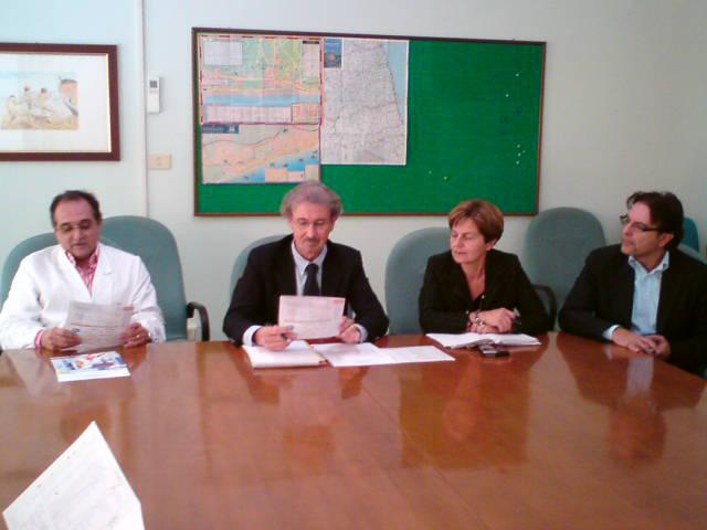 Giorgio De Signoribus, Antonio Novelli (Direttore di Zona Territoriale 12), Giovanna Picciotti (Direttore del Distretto della Zona 12) e Massimo Esposito (Direttore Amministrativo del Presidio Ospedaliero).
