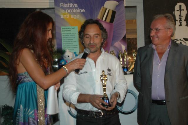Il campione del mondo di motonautica Marco Pennesi riceve l'Oscar al Bagni Andrea