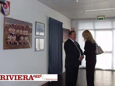 Ottobre 2002, Gaucci ed Elisabetta Tulliani parlano nella sala stampa del Riviera delle Palme