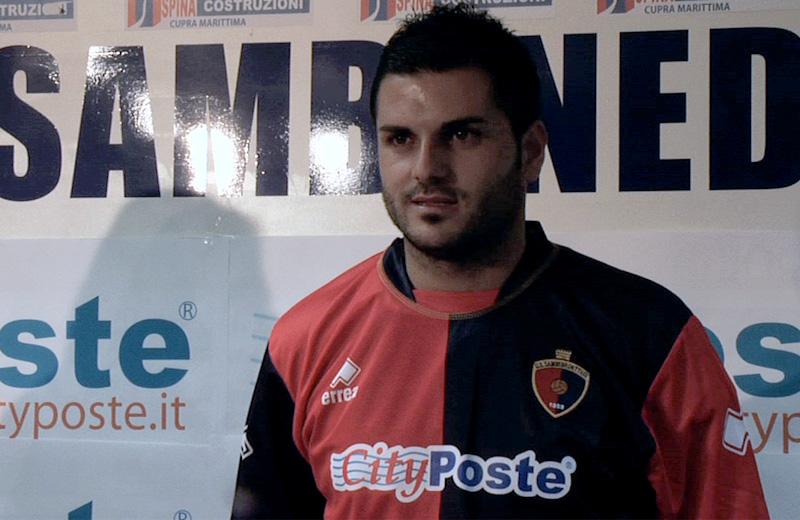 Giorgio Di Vicino con la maglia della Samb il giorno della presentazione