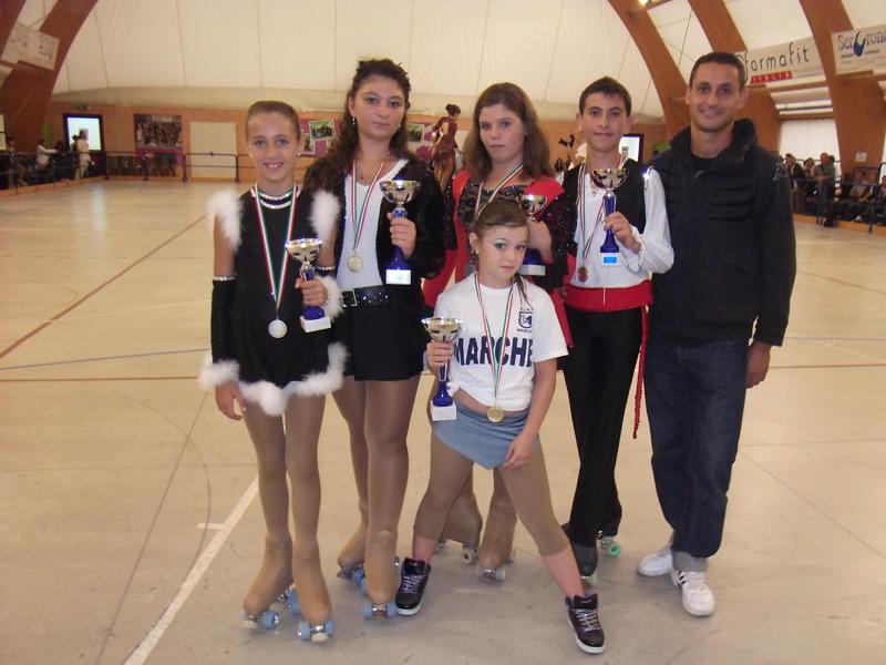 Ilaria Aureli, Giorgia Liberati, Sara Perozzi, Gianfederico Cifaldi, Ivan Bovara e  Florinda Sciarroni (davanti)