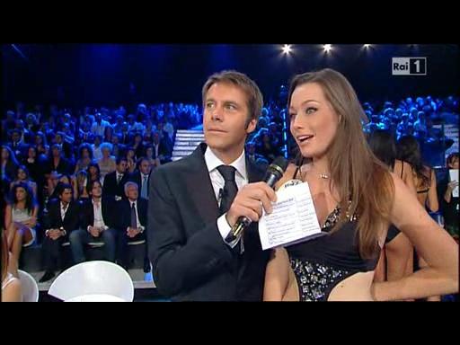 Elisa commenta con Emanuele Filiberto l'eliminazione (Foto da Raiuno)