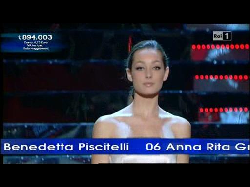 La sambenedettese Elisa Spina a Miss Italia 2010 (Foto tratta da Raiuno)