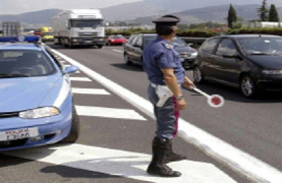 Posto di blocco della Polizia Stradale (foto Google)