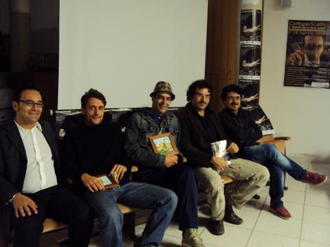 Enrico De Angelis con i vincitori di CortoPerScelta 2011