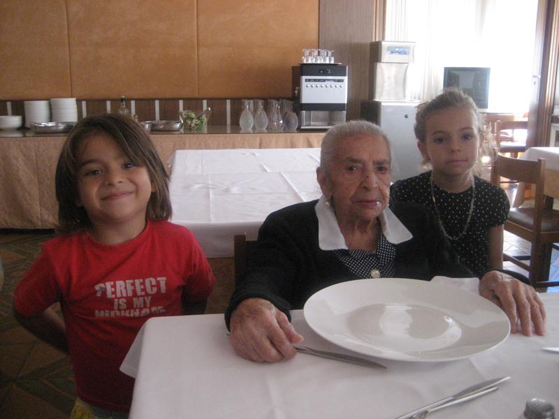 Derna Marsili con i nipotini Josh e Vicky
