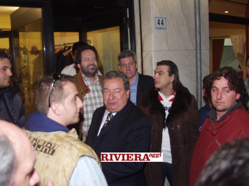 Aprile 2002, ristorante Il Gambero: Gaucci tra i tifosi, davanti al sindaco Martinelli e al d.g. Molinari